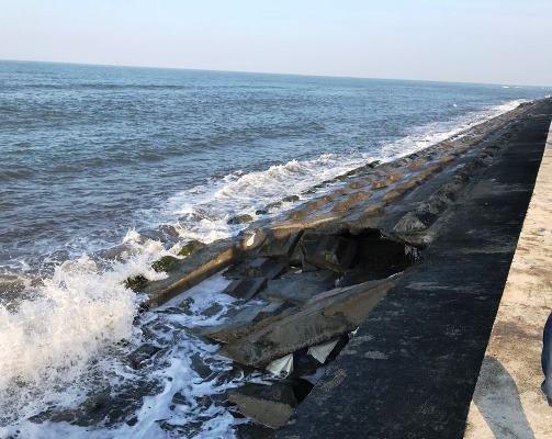 Sạt lở bờ kè dọc biển Cửa Đại đe dọa một số resort ở Quảng Nam